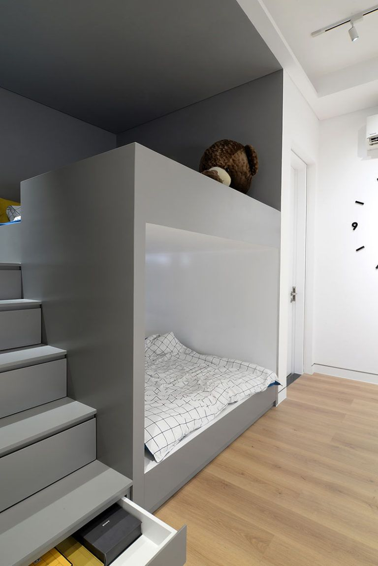 Design Detail Built In Bunk Beds And Closets Make Space For A Play Area In This Kids Bedroom Modern Kids Bedroom Modern Kids Room Boy Bedroom Design