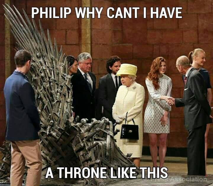 Jon Snow And Cersei Lannister Chat Up Queen Elizabeth Game Of Thrones Set Game Of Thrones Meme Game Of Thrones Funny