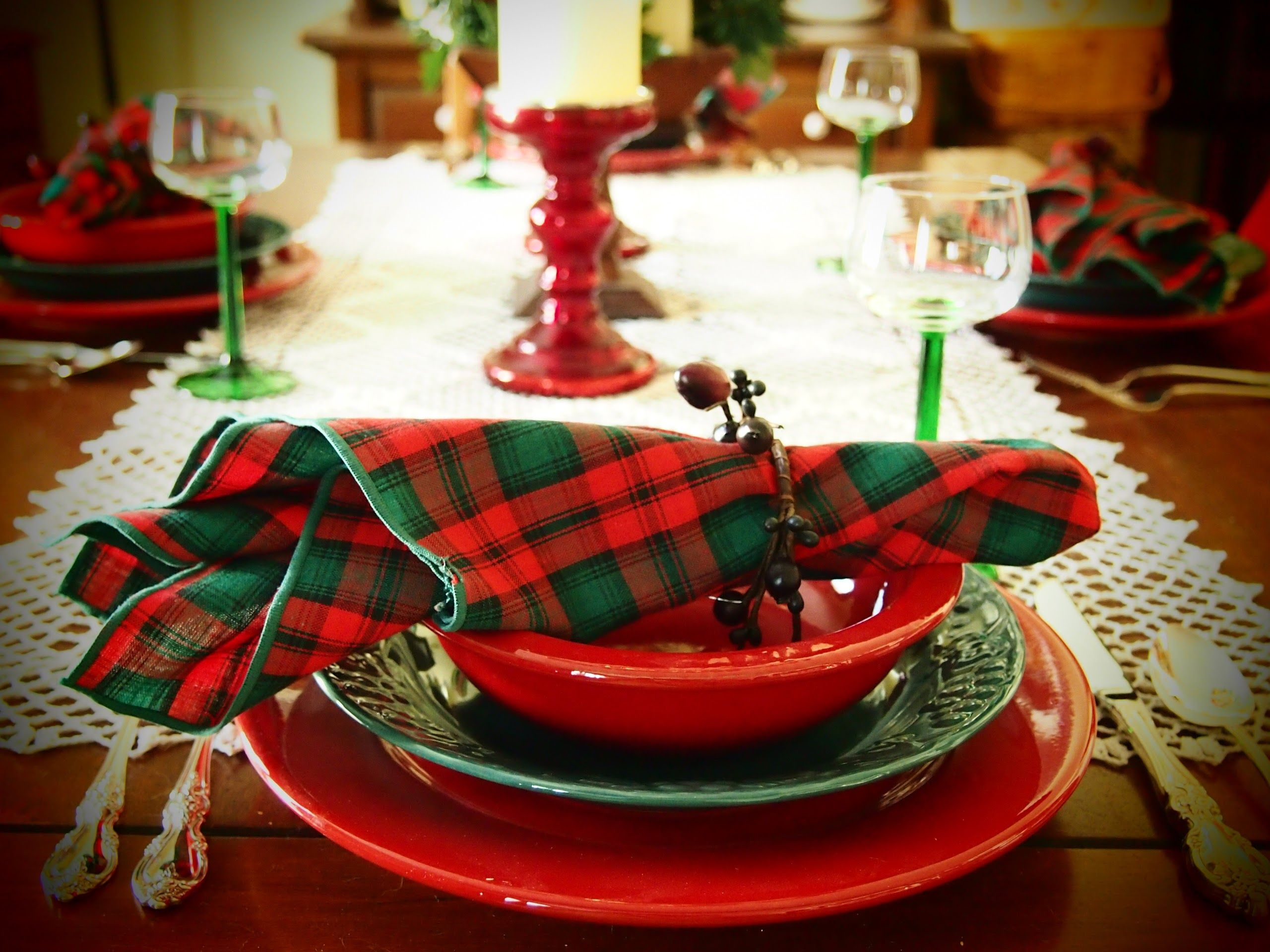 Red Green Christmas Dinner Table Decorations Focusing On Red Napkins Tied Wit Christmas Decorations Dinner Table Christmas Table Decorations Dinner Table Decor