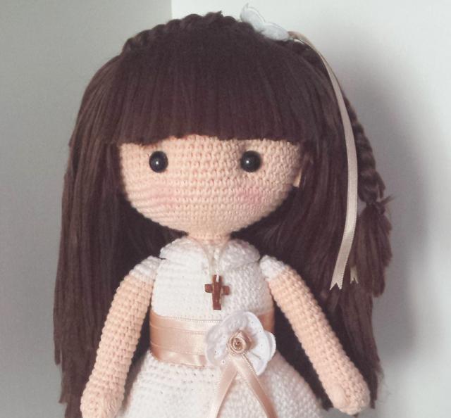 Muñeca de comunión amigurumi de ganchillo con patrón disponible ...