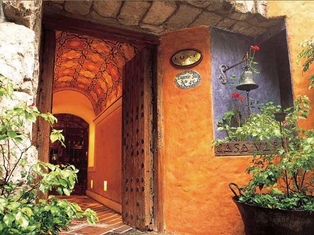 Paredes naranja ocre huerta y jard n pinterest for Color ocre paredes