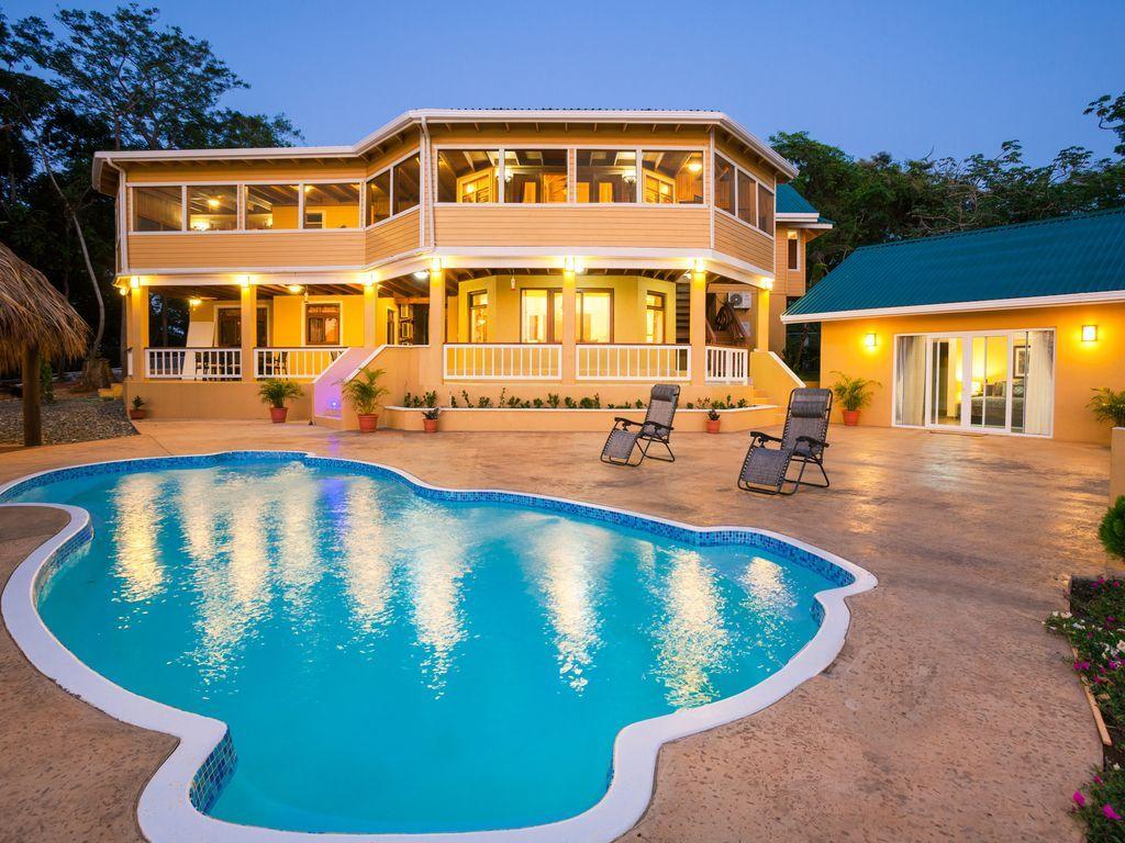 House vacation rental in Roatan Municipality, Honduras