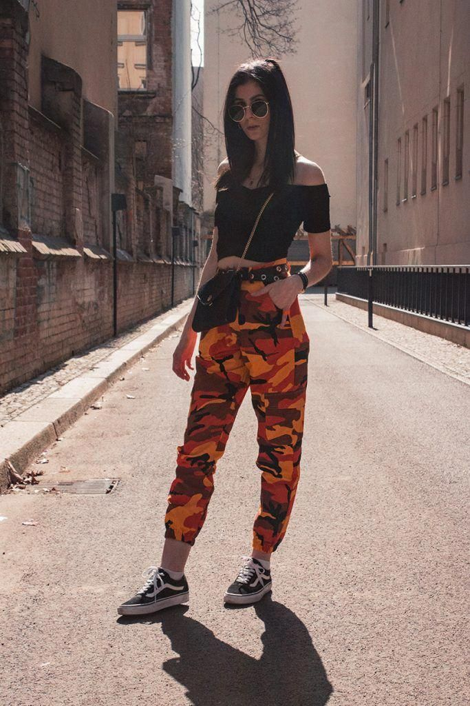 1e5eb68974536a FRÜHLINGS OUTFIT MIT OFF-SHOULDER TOP UND CAMO PANTS by ohwyouknow.com  Dior