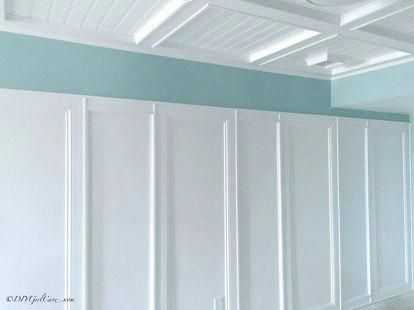 s want board and batten walls these doable ideas are brilliant , Extend your wall to the ceiling #panelingwallsideashallways #boardandbattenwall