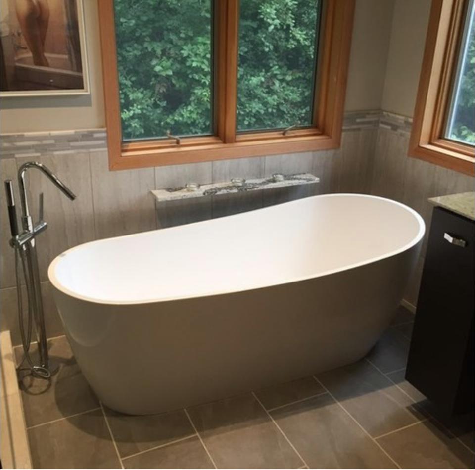 Freestanding Bathtub Material Comparisons | Bathtubs, Bathtub walls ...
