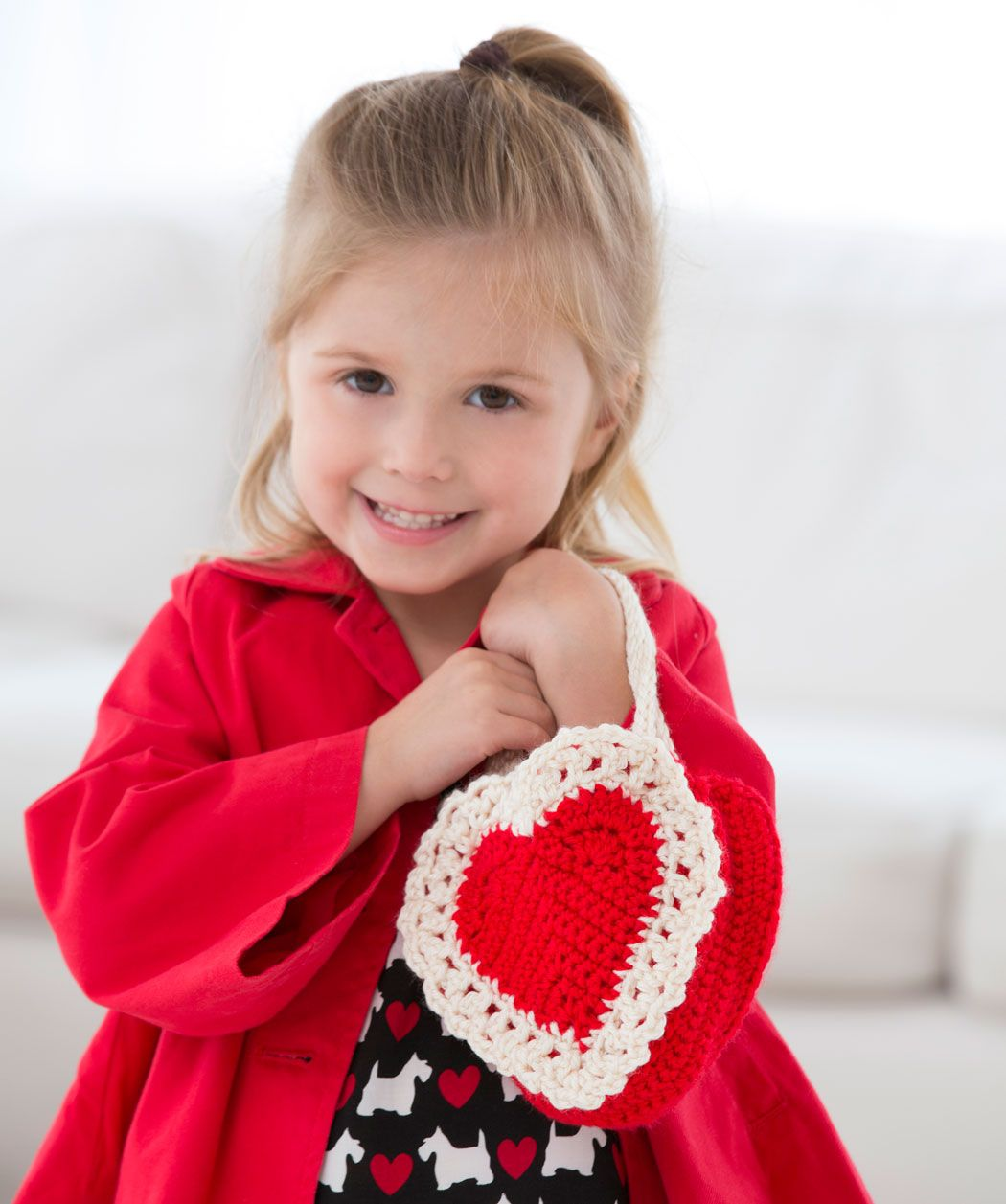 Heres my heart gift bag crochet pattern red heart crochet 10 heres my heart gift bag free crochet pattern for valentines day from red heart yarns bankloansurffo Image collections