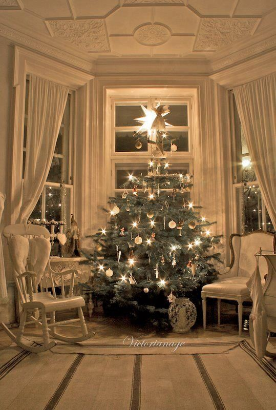 Stile Shabby Chic Natale.30 Cheerful Christmas Interior Designs Christmas Interiors Christmas Interior Design Christmas Tree