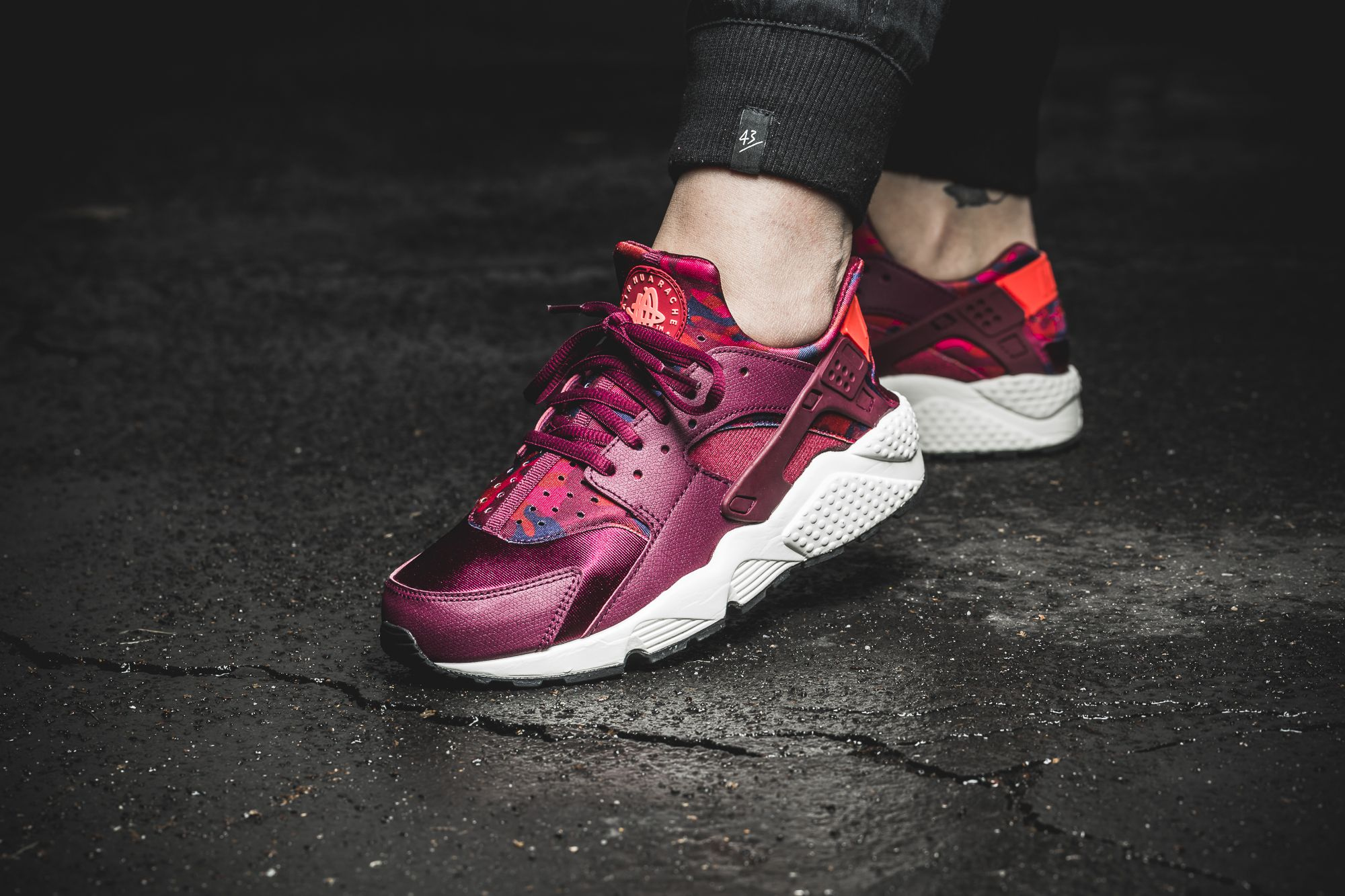 Girls, the Nike WMNS Air Huarache Run Print is available at our ...