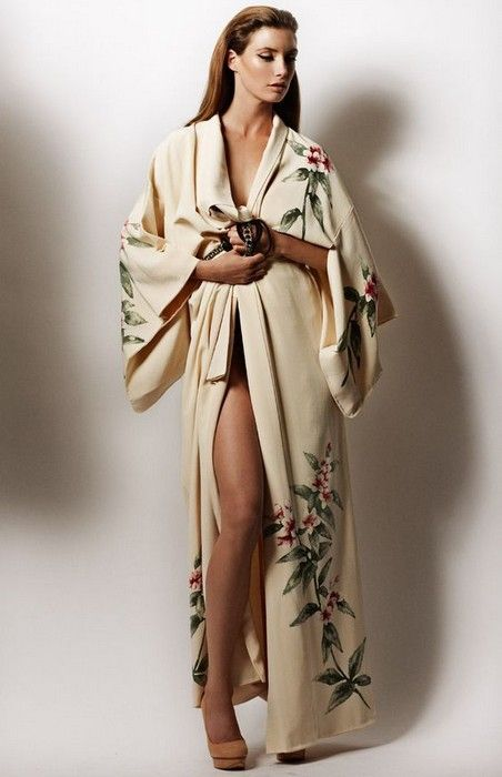 20 Pretty Robes to Snuggle Up In Glamsugar.com A gorgeous kimono robe a83329889