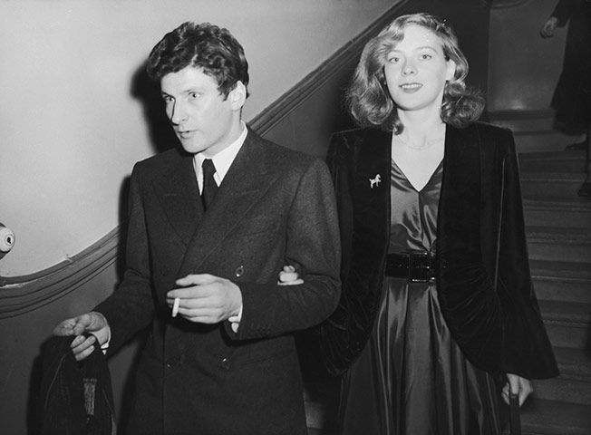 Lucian Freud and Lady Caroline Blackwood leaving Chelsea registry office after their wedding, 9th December 1953.  (see /\rt╬•Lucian Freud for more photos.)