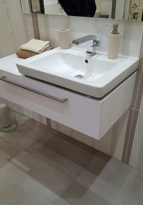 g ste wc waschbecken mit hellen fliesen badezimmer und hwr raum. Black Bedroom Furniture Sets. Home Design Ideas