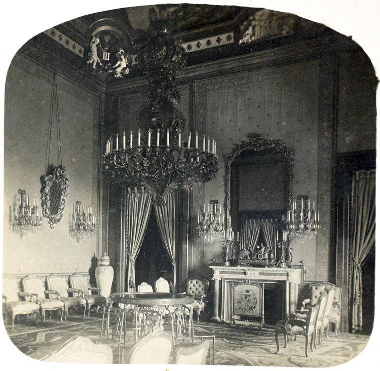Carlos Díaz Ortiz 1920 Salón de Carlos III en el Palacio Real. Fragmento de estereoscopia. La fecha de la fotografía es aproximada. (Centro) Archivo fotográfico de la Comunidad de Madrid