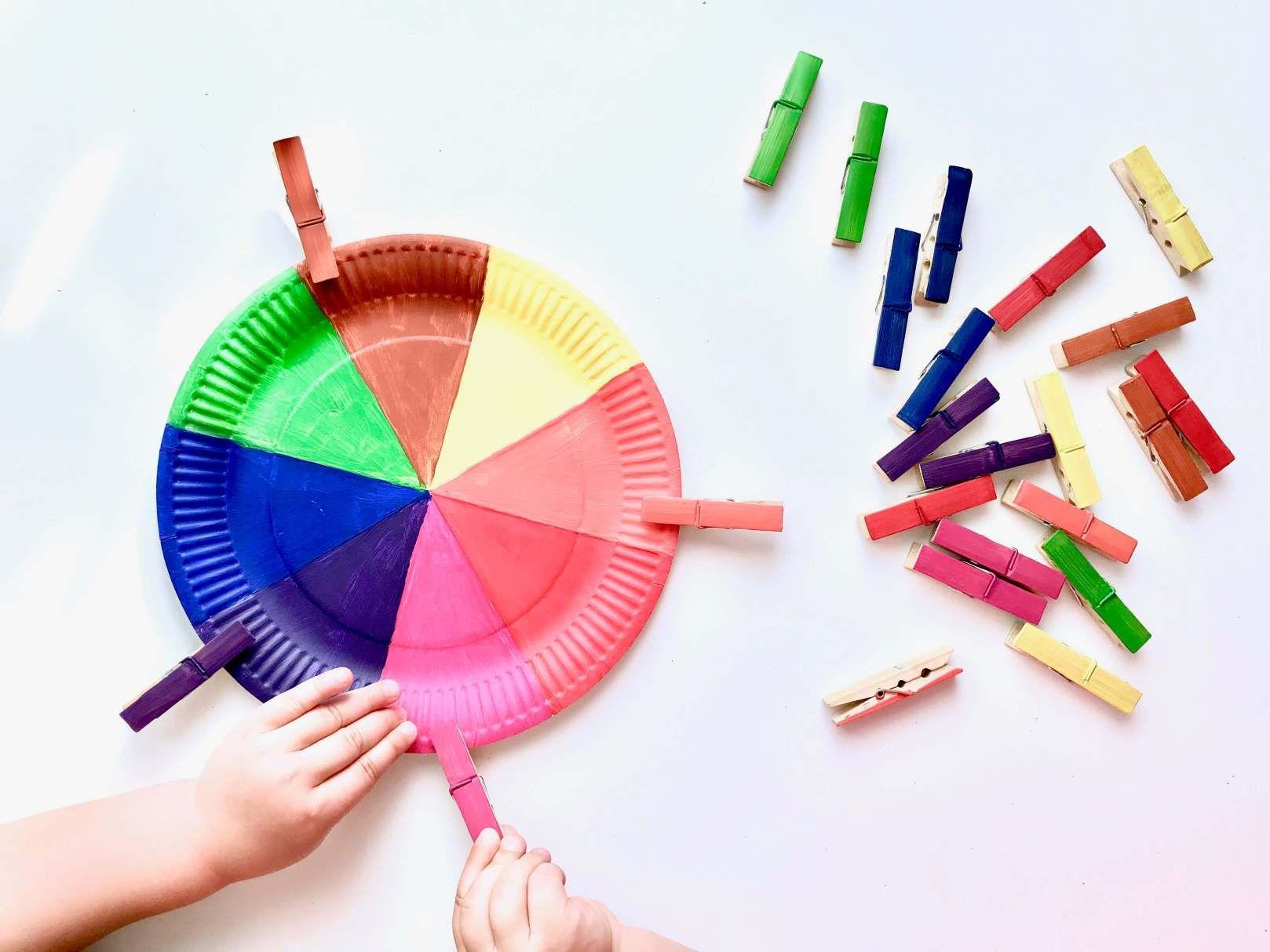 Diy Farbsortierspiel Farben Spielerisch Lernen Projekt Farben Kindergarten Farben Lernen Spielerisches Lernen