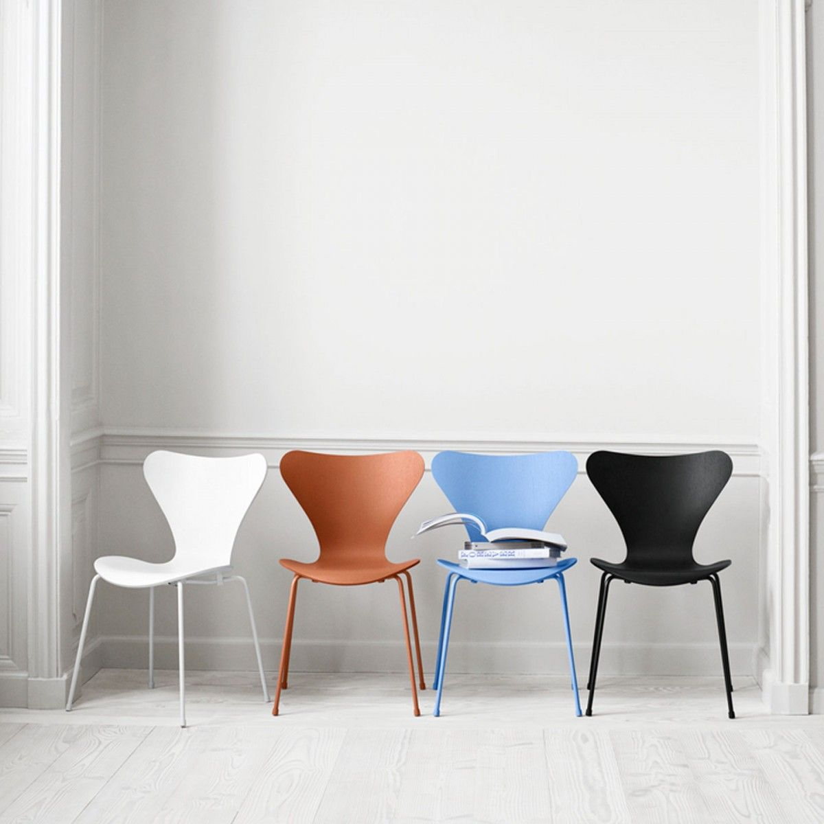 Arne jacobsen interior series  chair  lacquered by arne jacobsen for fritz hansen