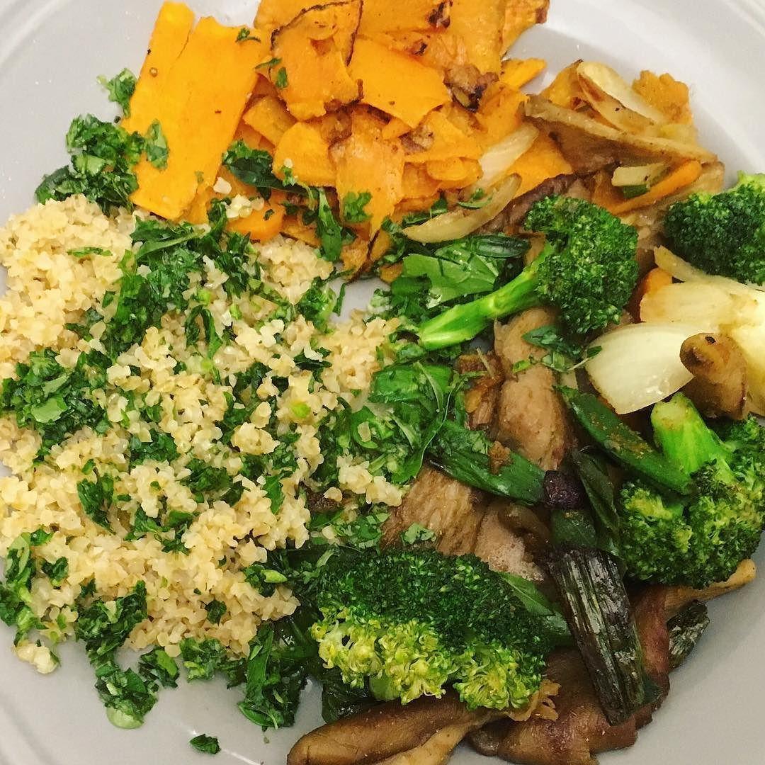 #vegan #fresh power for weekend  #bulgur with #herbs (#parsley #chives #oregano #savory) fried #sweetpotatoes #brokkoli and #kingtrumpet #mushrooms  #vagan und #frisch ins Wochenende  #bulgur mit #kräutern (#petersilie #schnittlauch #oregano #bohnenkraut) #süßkartoffeln gebratene #kräuterseitlinge #pilze #brokkoli #zwiebeln