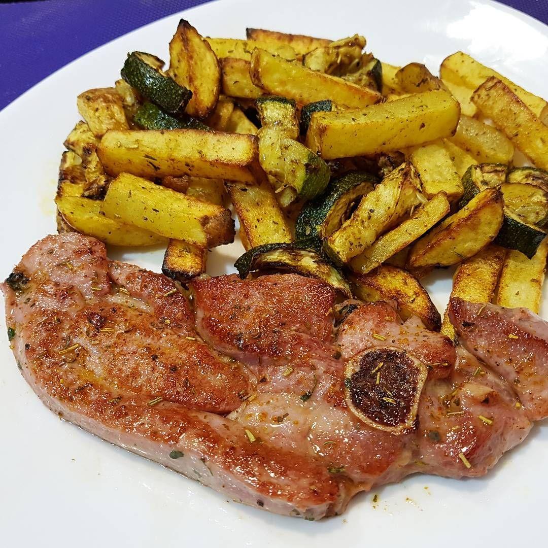Comida De Hoy Chuletilla De Pavo A La Plancha Con Patatas Y Calabacín Al Horno Food Steak Meat
