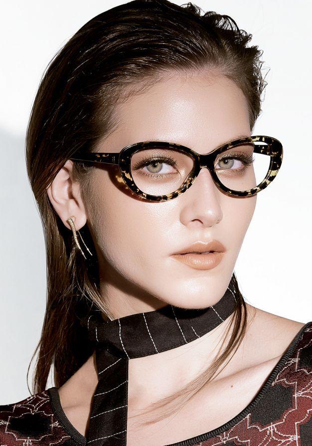Cinco makes luminosas para quem usa óculos de grau   Glasses ... 39c9a60ef3