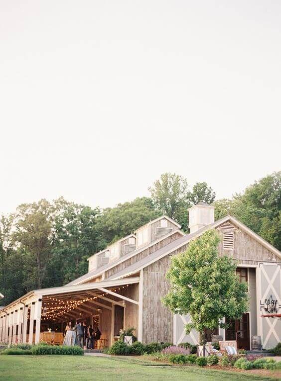 32 Beautiful Farm Barn Wedding Venues For Your Wedding To Go Rustic Outdoor Wedding Venues Barn Wedding Venue Barn Venue