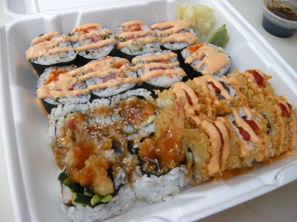 Spicy crunchy tuna again the dynamite roll and shrimp for Idee plat a cuisiner
