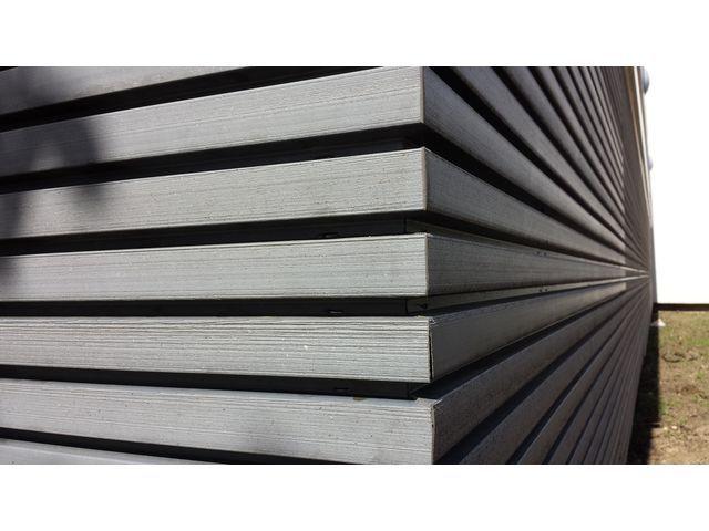 Habillage de façade en bois composite claire voie innovant contact