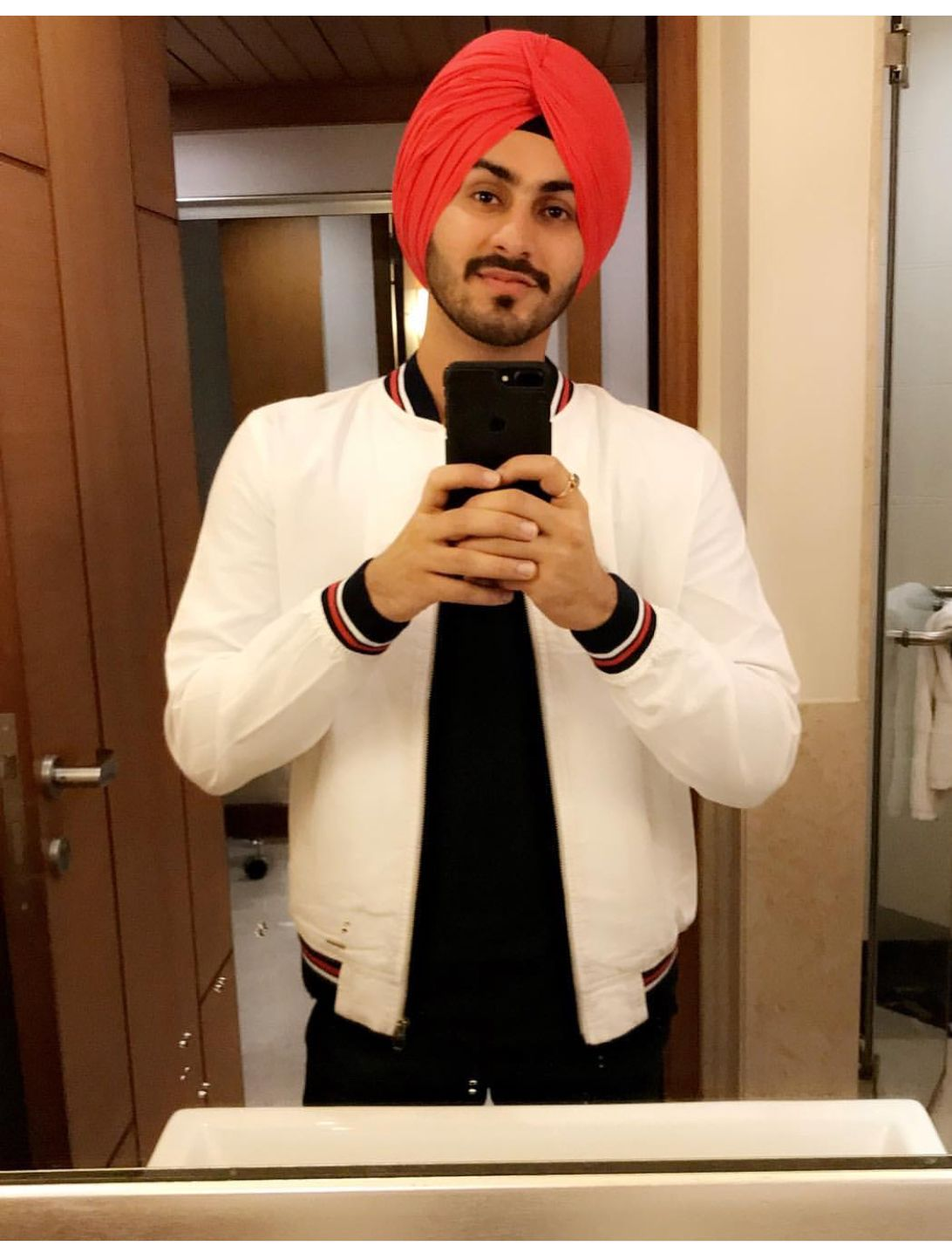 Pin By Balwinder Kaur On Rohanpreet Singh Punjabi Boys Modest Fashion Singer
