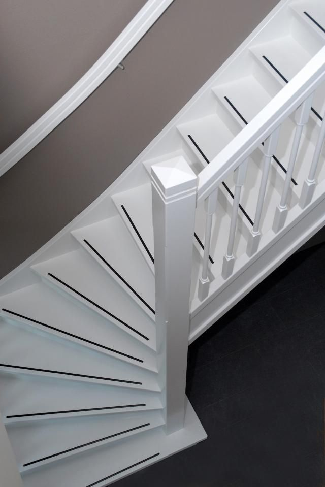Trap schilderen en 1 antislip  stair  Hardhouten trap