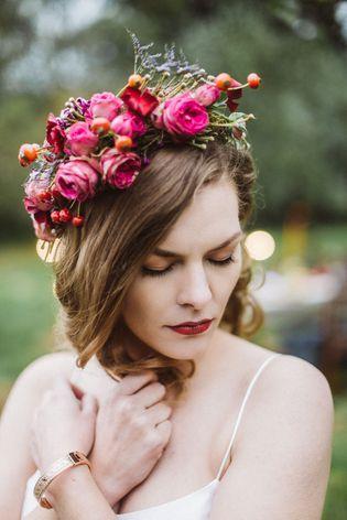 Vintage Brautkleid Mit Wunderschonem Blumenkranz Hochzeit Herbst 2018