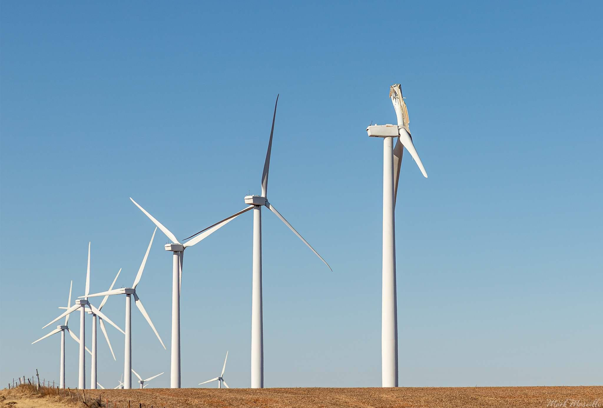 Itap Of A Broken Wind Turbine Photo Capture Nature Incredible Photography Techniques Unique Photography Wind Turbine
