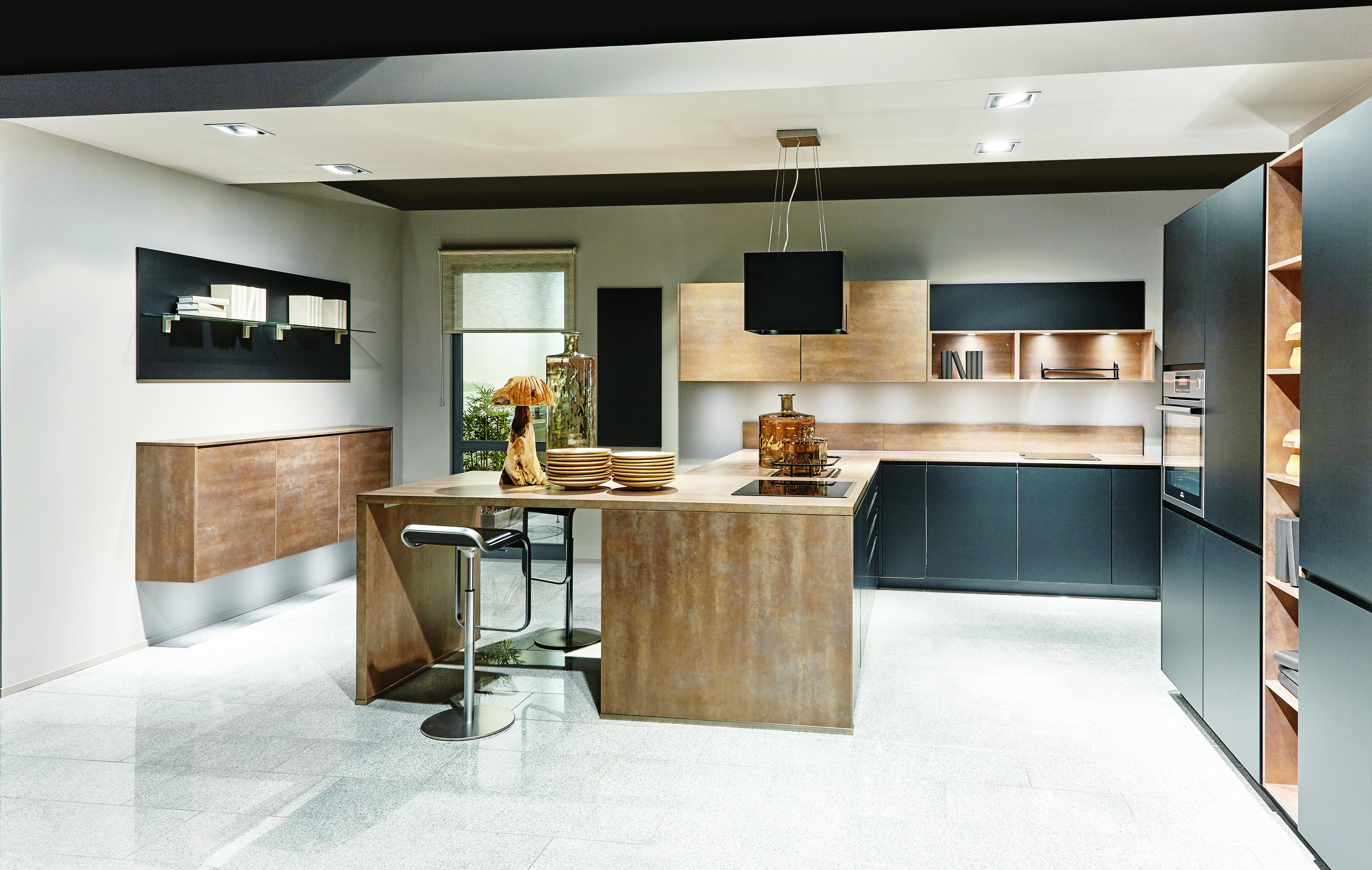 Küchenideen und designs schicke kombination holz und dunkle supermatte fronten machen diese