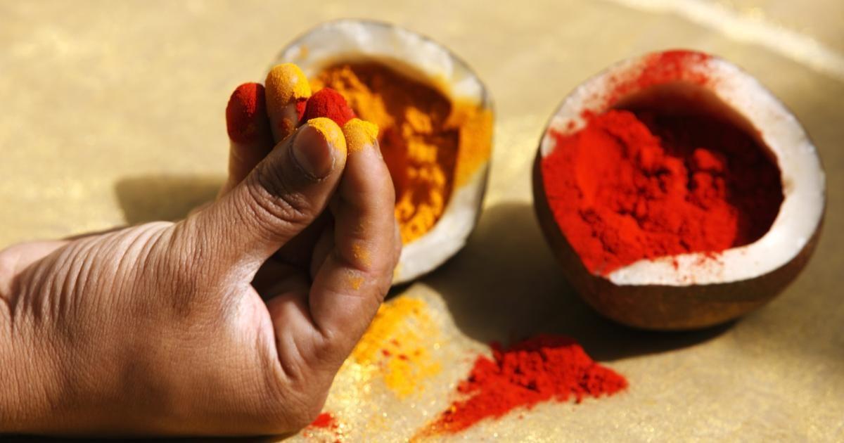 Cómo hacer la harina de color para el Festival de los Colores