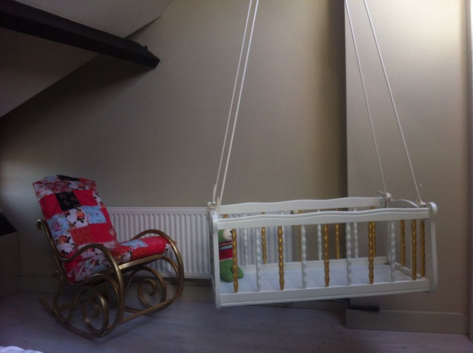 I restaured my old baby crib and made it a new one ...