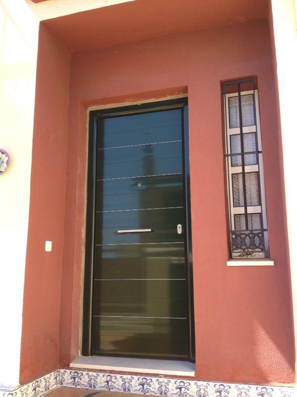 Puerta blindada en aluminio y acero modelo godi color for Puertas blindadas