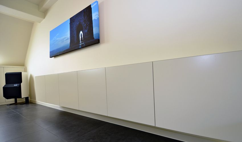 Smalle Lange Kast : Het idee om een lange smalle hangkast te plaatsen over heel de