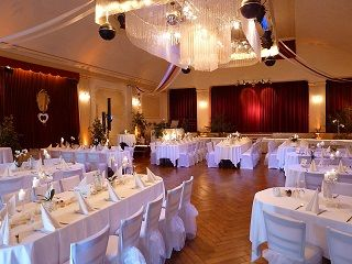 Feiern Wie In Den Alten Tagen Ist Im Festsaal Frohn In Niederkassel Kein Problem Veranstaltungsraum Raumlichkeiten Festsaal