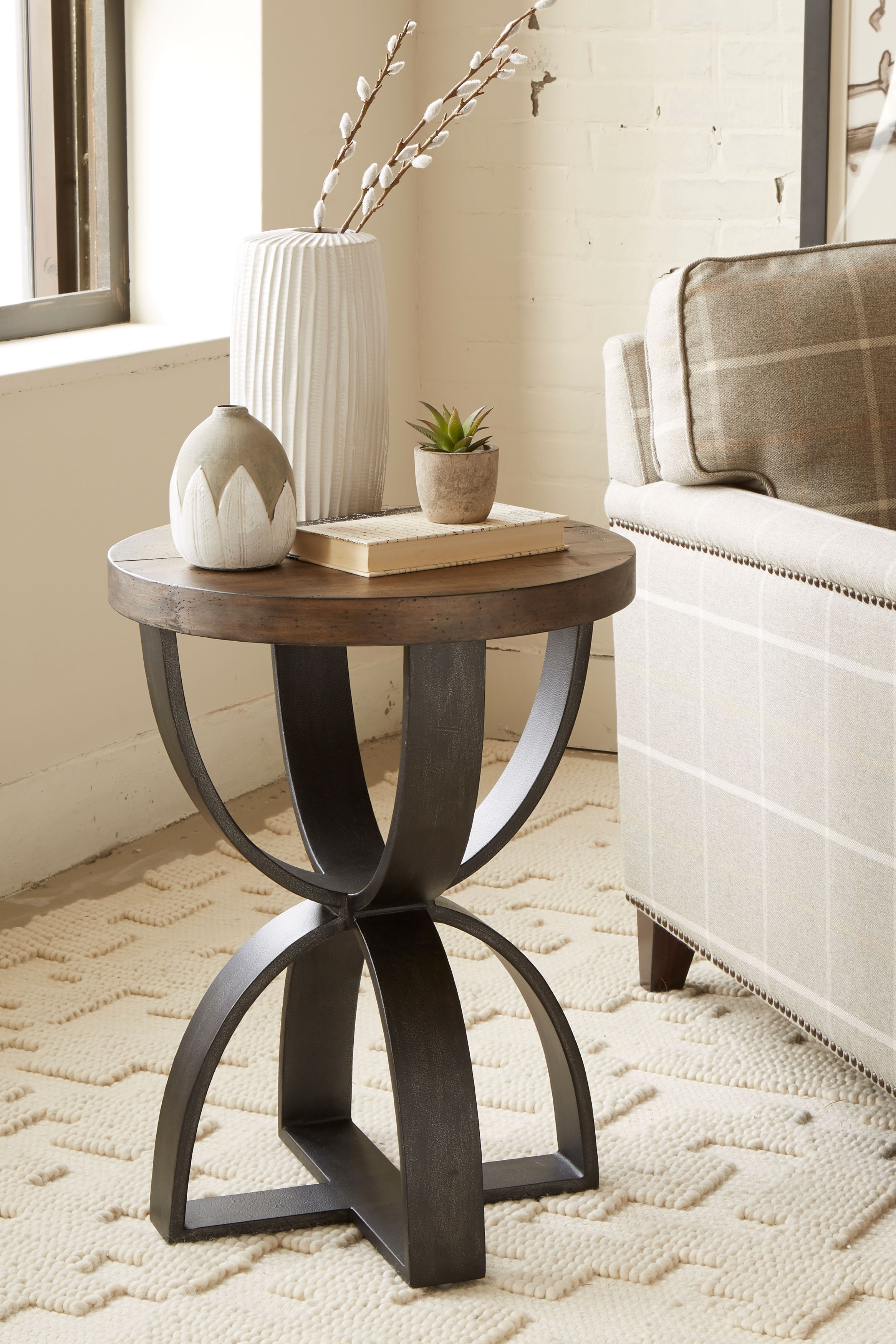 Brazen Chairside End Table In 2020 Rowe Furniture Eclectic Furniture Furniture