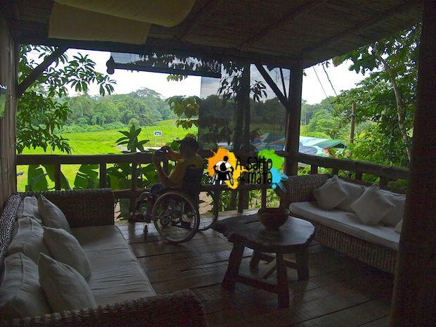 """Dormir de lujo en plena selva de Costa Rica @Vsinlimite: """"...Aprovechando la estancia en esta maravilla, sostenible y en equilibrio con la naturaleza y la selva podemos realizar actividades de turismo activo, accesible con silla de ruedas como el rafting sobre el río Sarapiquí, un paseo a caballo, o aislarnos con una de las zonas donde más variedad de mariposas existen con el privilegio de que se posen sobre nosotros..."""""""