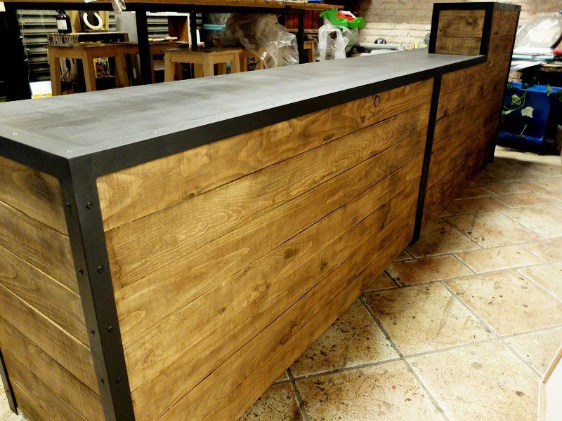 Mostrador de tres metros con dos alturas de madera y for Bar movil de madera