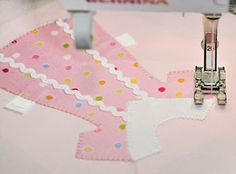 Paper Doll Quilt Block Tutorial, Block Four | Blanket stitch ... : doll dress quilt - Adamdwight.com