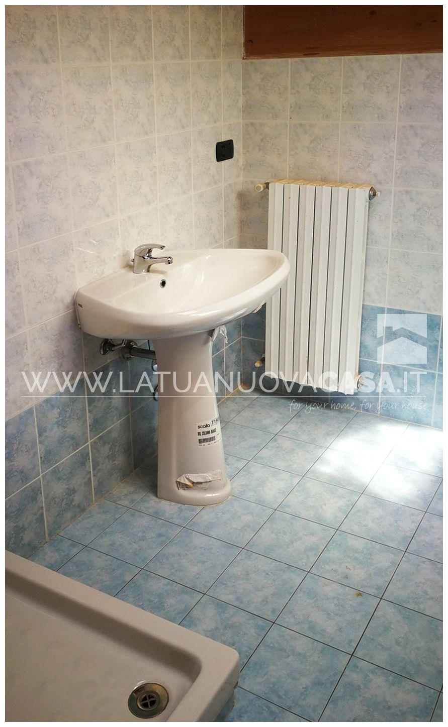 Bagno Completo Con Doccia.Appartamento A10 Vista Del Secondo Bagno Completo E Finestrato Con
