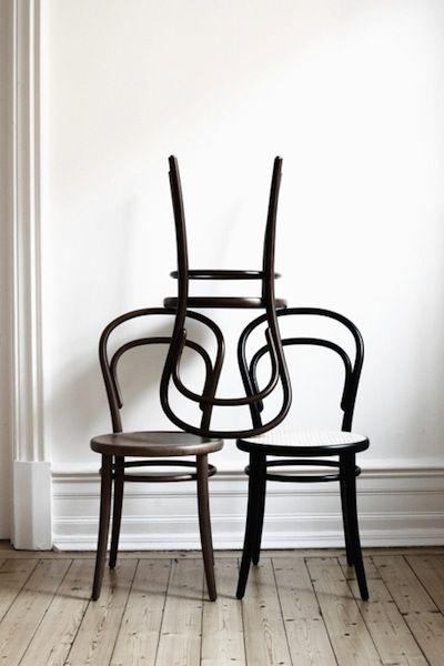 La Chaise No 14 Par Michael Thonet Licone Des Cafes Et Bistros Oiginaire DAutriche Est Considere Comme Le Pere Du Meuble Industriel