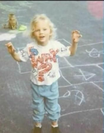 Day 17! Taylor Swift as a baby