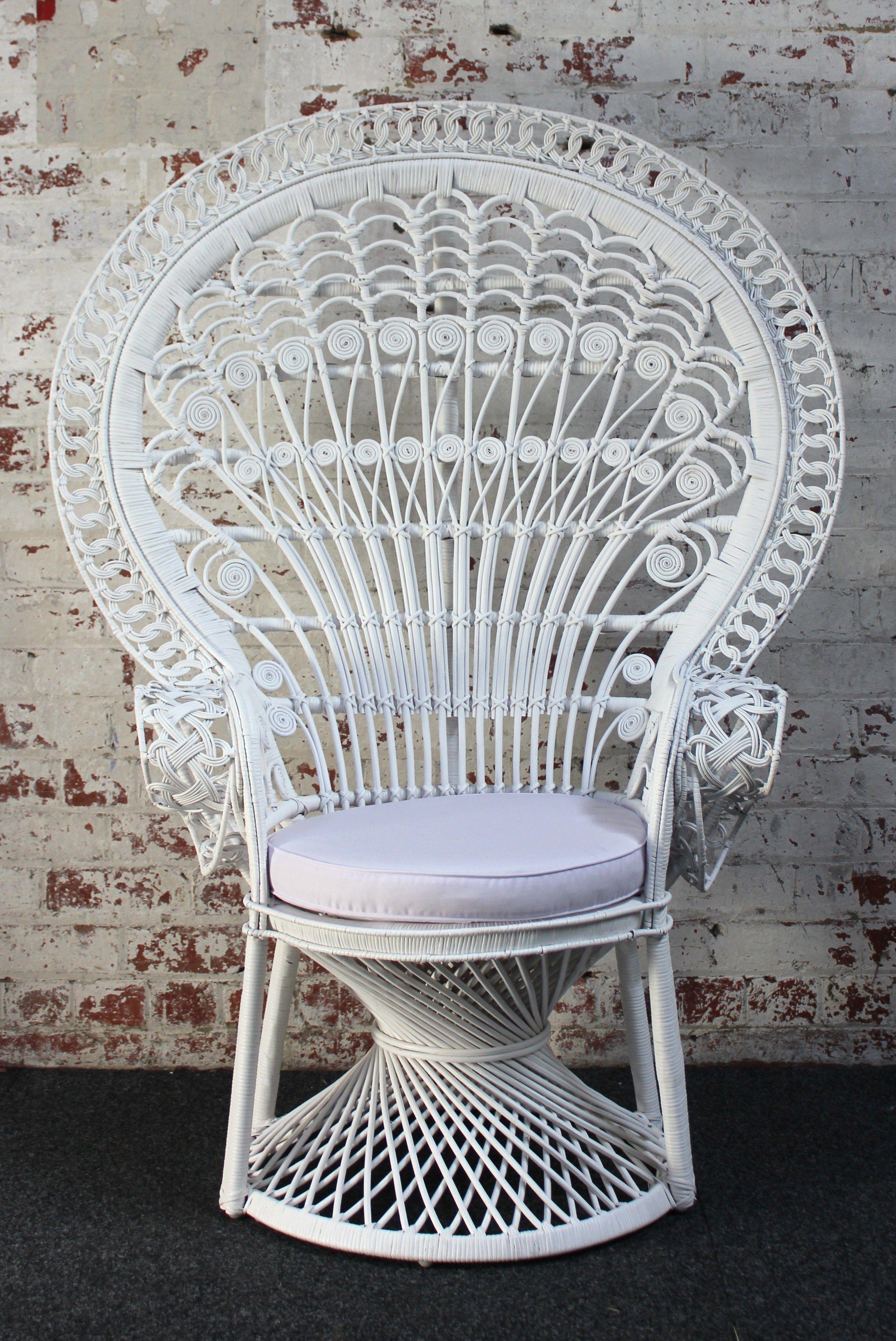 Peacock Chair white pauwen