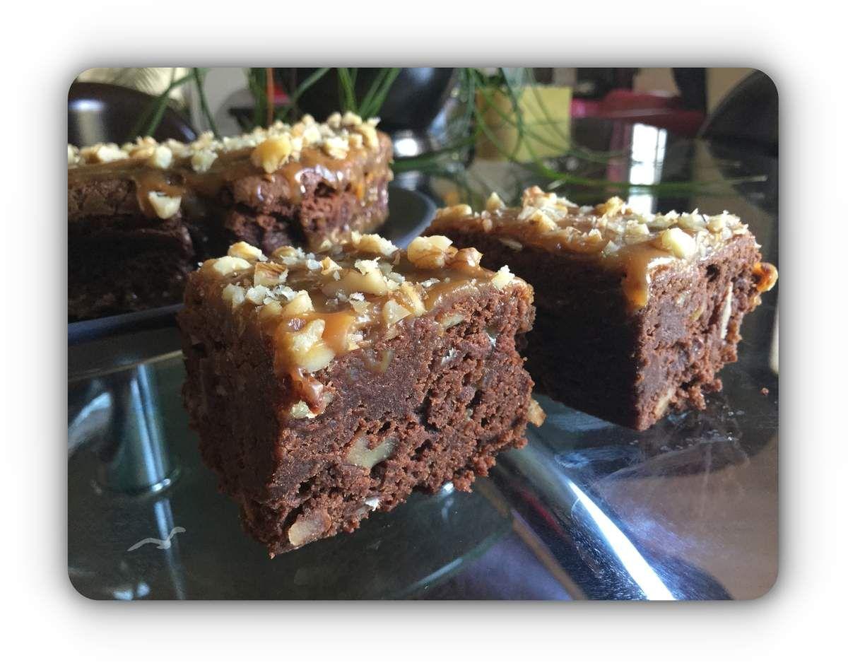 Ce gâteau d'origine Américaine, tout à la fois fondant à l'intérieur et craquant sur le dessus, est très facile à réaliser. Vous pouvez varier la recette de base - chocolat, farine, beurre, sucre en poudre et vanillé, oeufs, sel - en ajoutant des pépites...