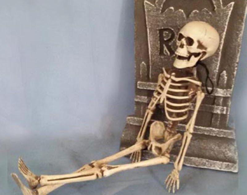 On Sale 2018 New Arrive Skeleton Christmas Prop 100 Plastic Lifelike Human Bones Skull Figurine For Horr Christmas Props Halloween Props Halloween Party Decor