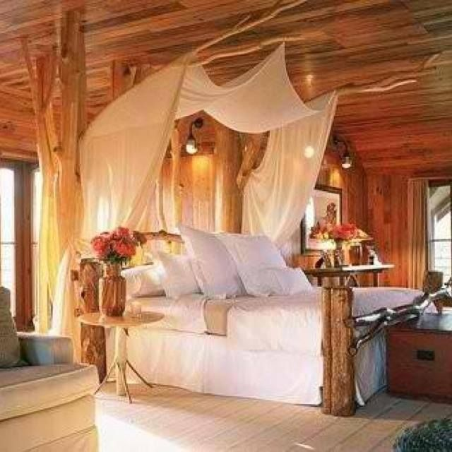 Log Cabin Bedroom: Log Cabin Master Bedroom #LogCabinHomes