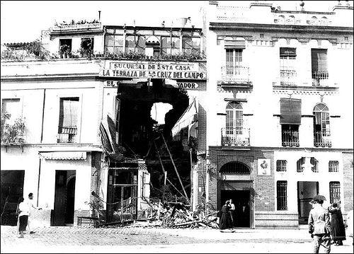 Sevilla, bombardeo Casa Cornelio, centro obrero, 23 de julio de 1931