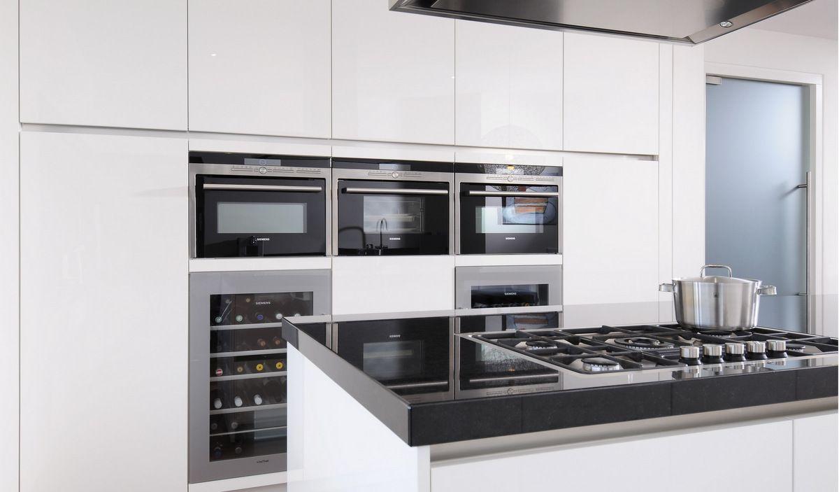 Apparatenwand met siemens inbouwapparatuur waaronder 2x inbouw wijnkoelkasten keuken - Moderne keuken deco keuken ...