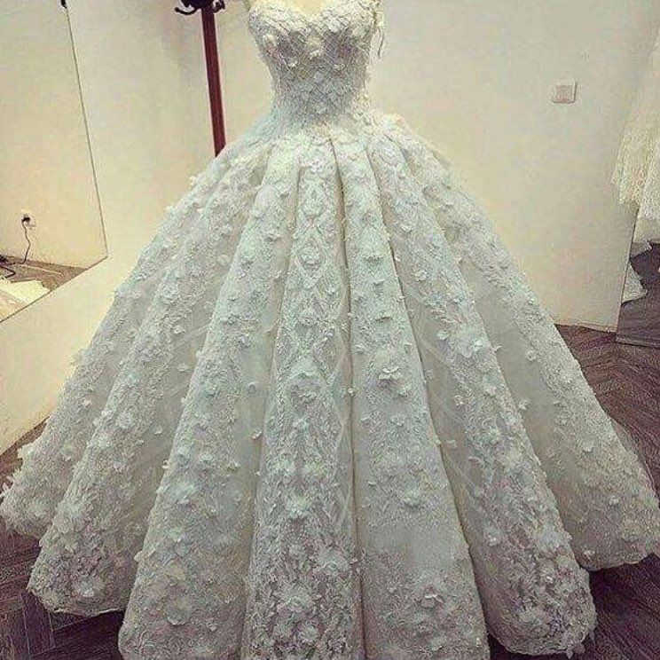 Wedding Gown Fabric Guide: The Embellished Lace Fabric Is Unique. This White Bridal