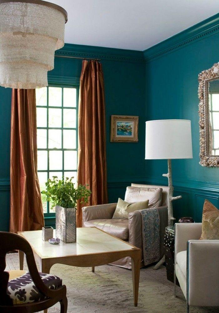 Wandfarbe Petrol Wohnzimmer Gardinen Orangetönen Wandspiegel