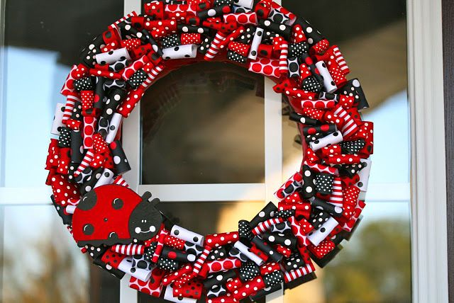 So cute! I really want to make it, but I'll buy a different, thicker type of ribbon this time.